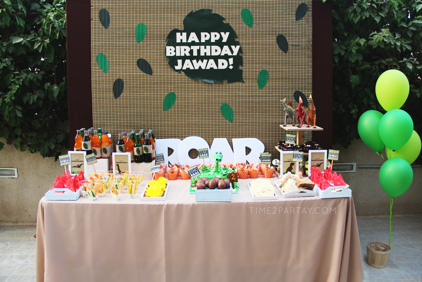 Dinosaur-Themed-Birthday-Party_28